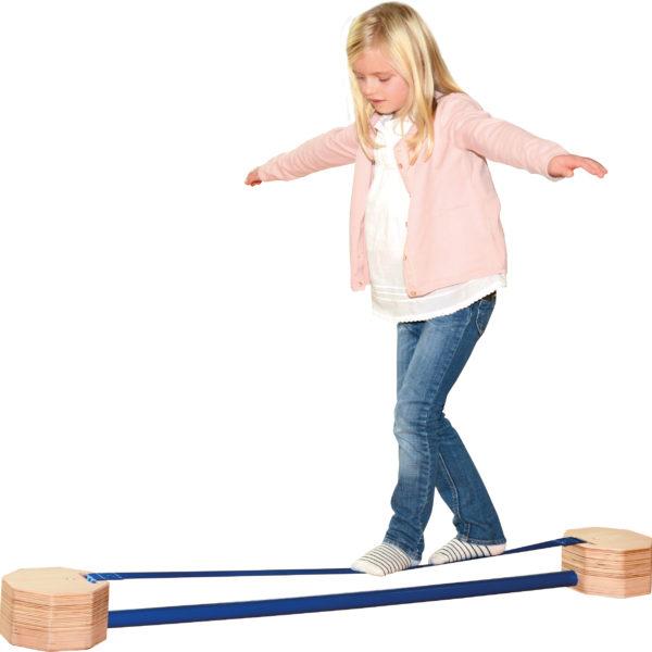 Slacktrack Balancierspiel für Kinder trainiert den Gleichgewichtssinn