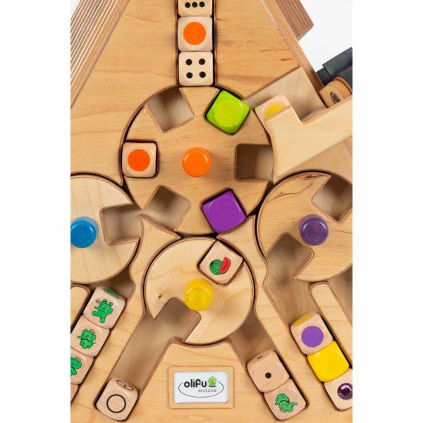 Würfelmaschine von olifu Spielen mit Würfeln