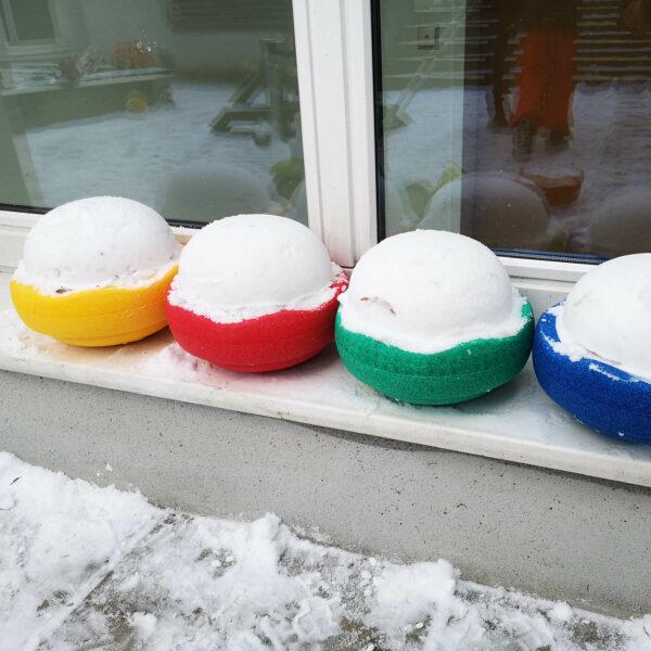 Stapelsteine aus Schnee