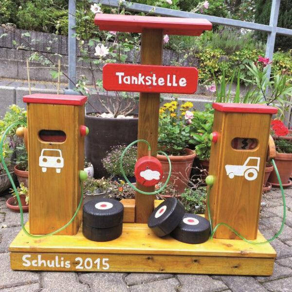 Tankstelle aus Holz für Spielen draußen