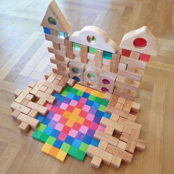 Schloss aus Holzbausteinen der Marke Bauspiel