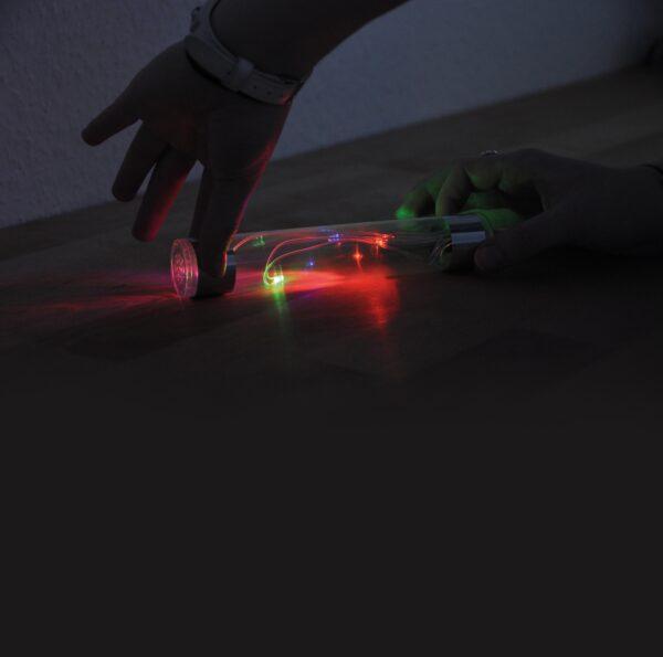 Energiestab leuchtet im Dunklen