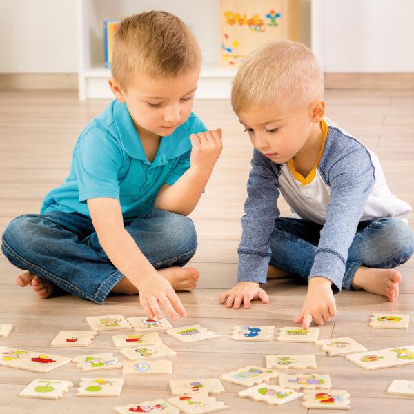 KInder spielen mit Cognito Zusammenhänge Lernspiel
