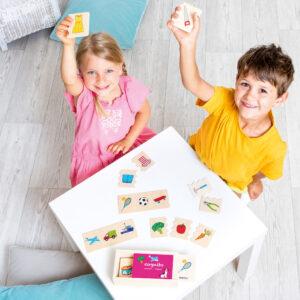 Kinder spielen mit Cognito Kategorien Lernspiel