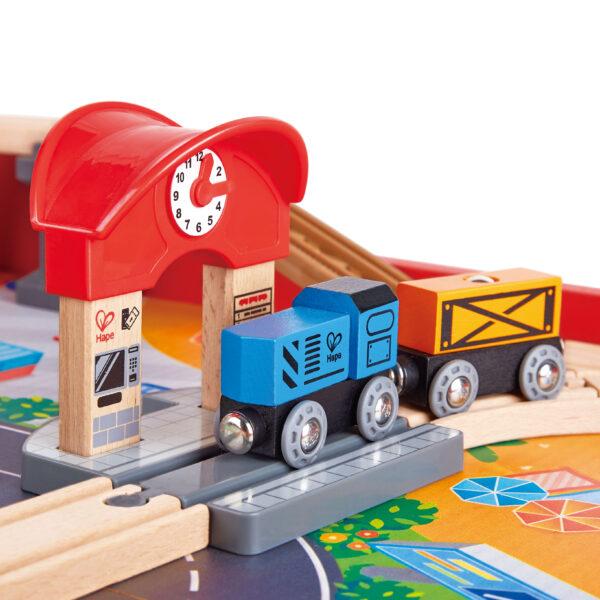 Aufklappbarer Eisenbahntisch für Kinder