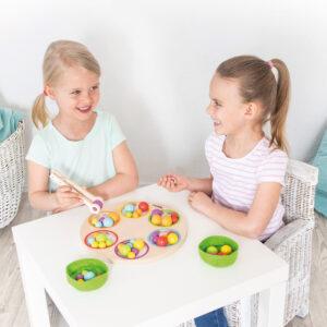 Kinder spielen Lernspiel Marbelino