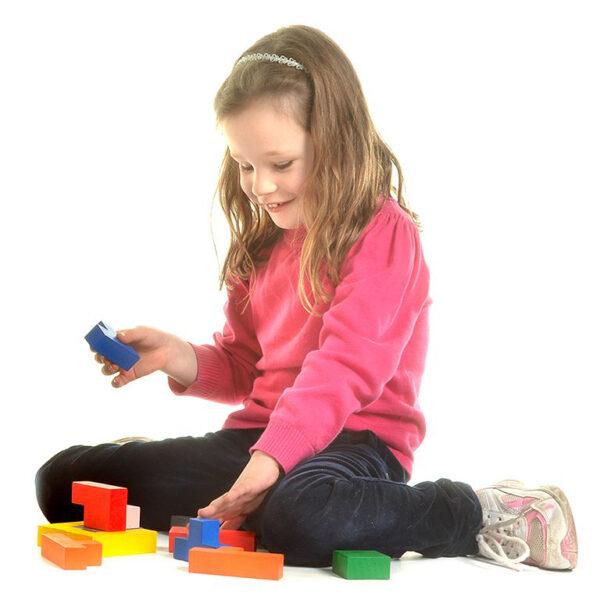 Kind spielt mit Quadrata von olifu