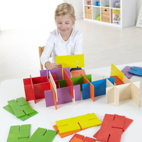 Kind spielt mit Bau Dir Was Konstruktionsmaterial von olifu